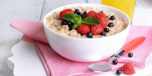 Кушать по утрам овсянку