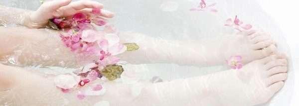 Ванны с цветками гибискуса
