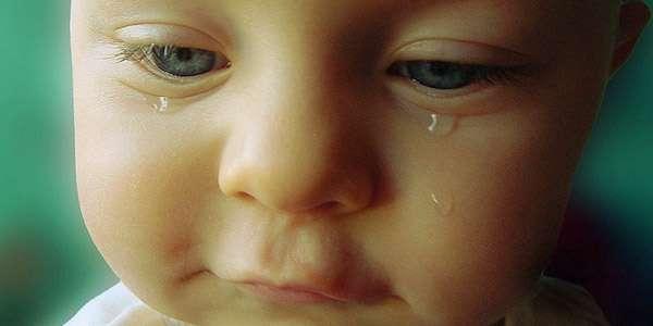 у малыша наблюдается слезотечение