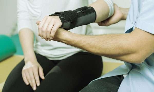 массаж руки после перелома у девушки