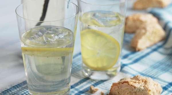 Лимон в напитке