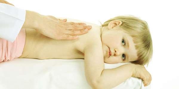 делаем массаж спины ребенку