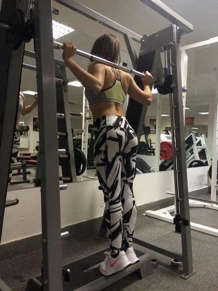 Упражнения в Смите для икроножных мышц