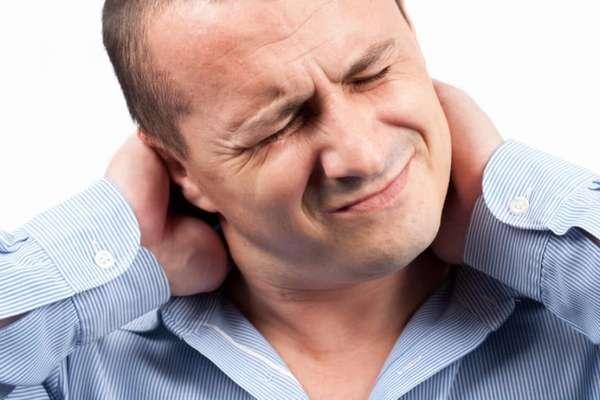 Растяжение мышц шеи может приводить к обморокам