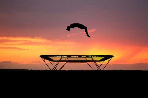 прыжки на батуте фото