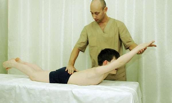 мальчик у массажиста