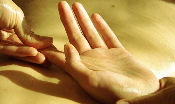 массируем пальцы