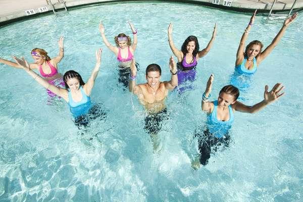 Танцы и занятия в воде