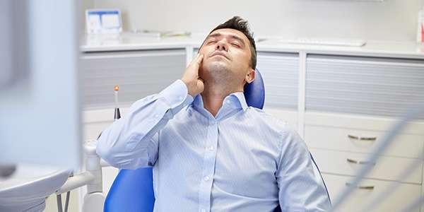 у мужчины заболел зуб