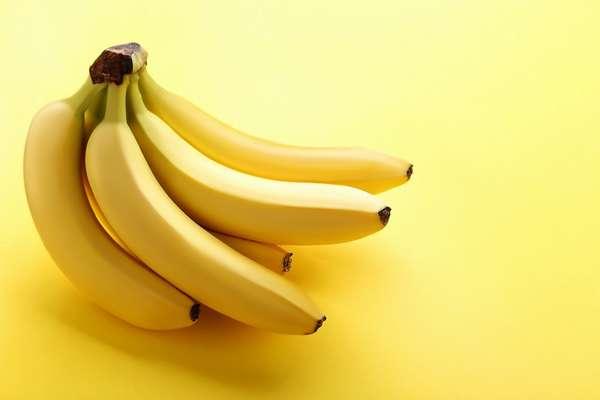 Бананы с зеленой ножкой