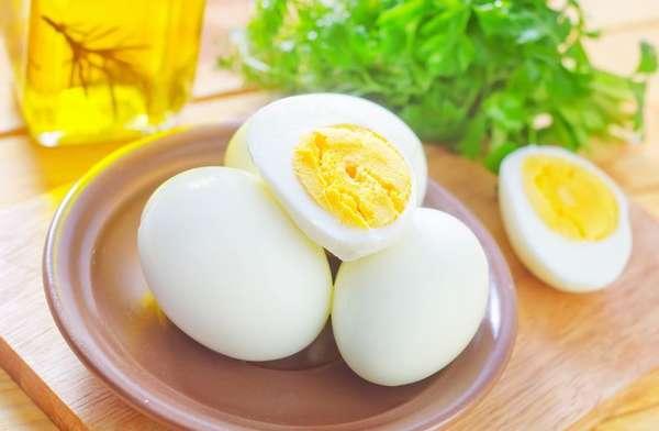 Отварные куриные яйца