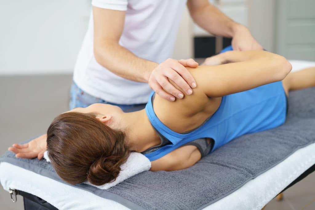 Процесс вправления плеча