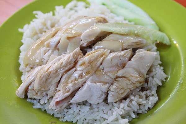 Отварной рис с запеченной куриной грудкой