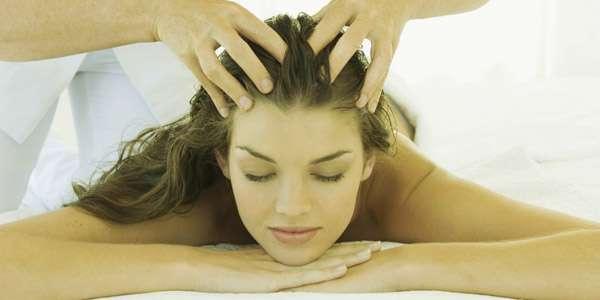 массаж головы с маслом